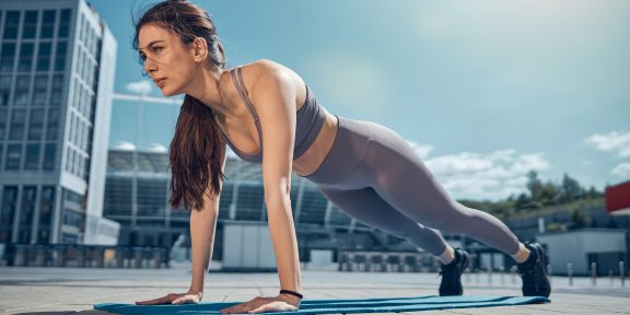 Тренировка дня: быстрый и мощный комплекс для здорового тела