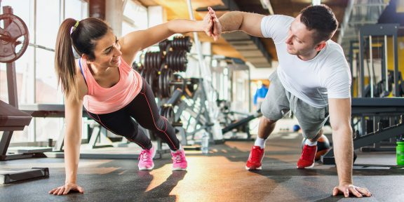 Тренировка дня: 4 упражнения как следует нагрузят всё тело