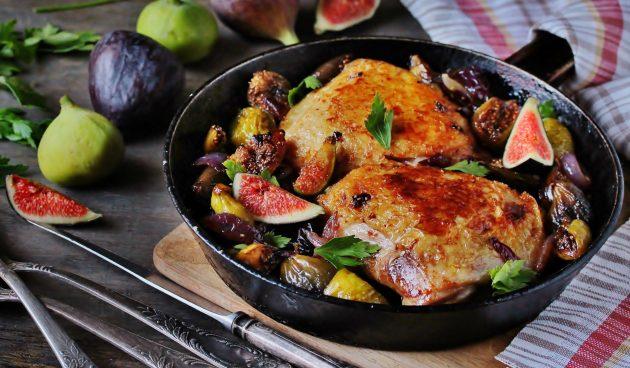 Курица, запечённая с инжиром и луком