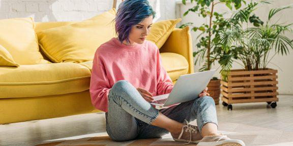 Трудности удалёнки: где устроиться дома с ноутбуком, если нет отдельного рабочего стола