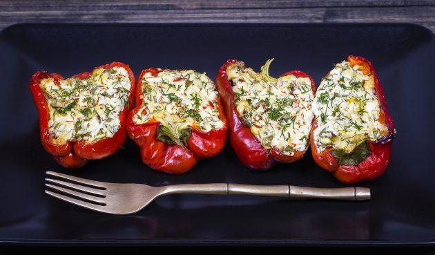 Перец, фаршированный мясом и помидорами