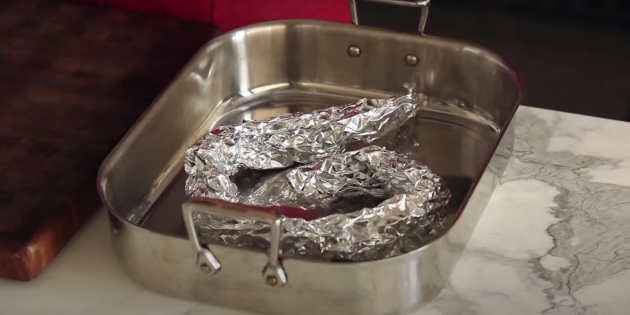 Фольга поможет приготовить сочную курицу в духовке