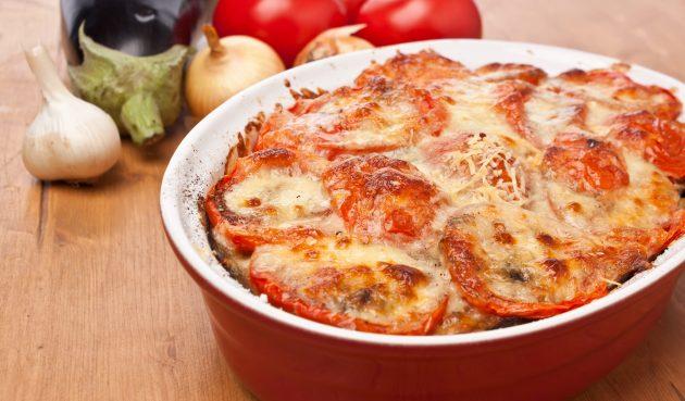 Запеканка из баклажанов с мясом и помидорами