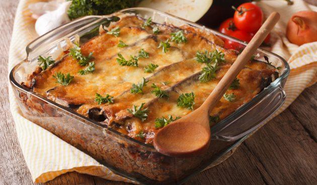 Мясо, запечённое с баклажанами и сыром