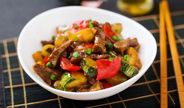 Жареные кабачки с мясом и перцем