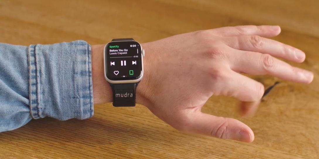 Штука дня: ремешок Mudra Band добавляет Apple Watch жестовое управление