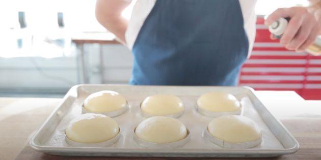 Испечь аккуратные булочки