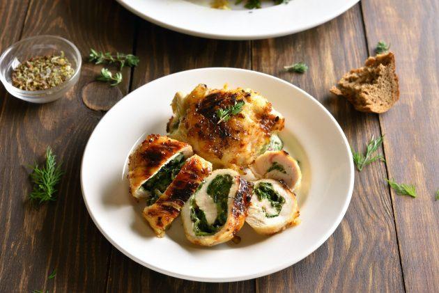 Куриные рулетики с двумя видами сыра и шпинатом