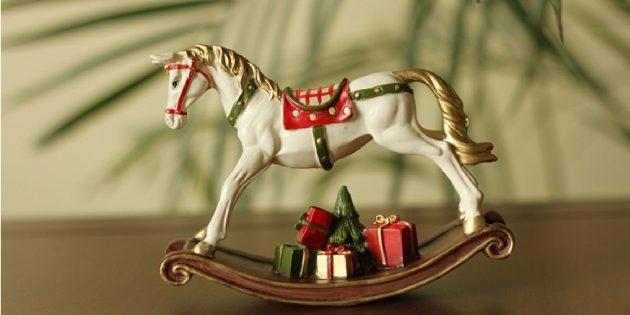 Ёлочные игрушки в стиле ретро: лошадка-качалка