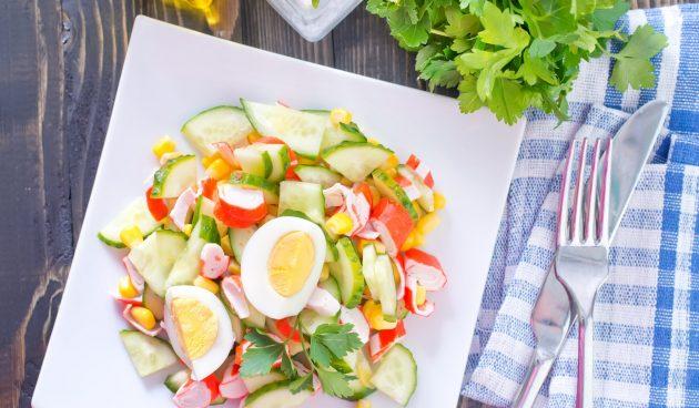 Лёгкий салат с крабовыми палочками