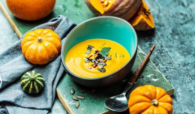 Тыквенный крем-суп с сыром и яблоком