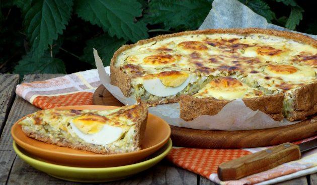 Киш с капустой, яйцами и беконом