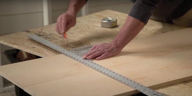 Стеллаж своими руками: нанесите разметку под полки на боковых стенках