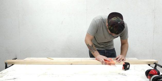 Как сделать стеллаж своими руками: отметьте места для перекладин