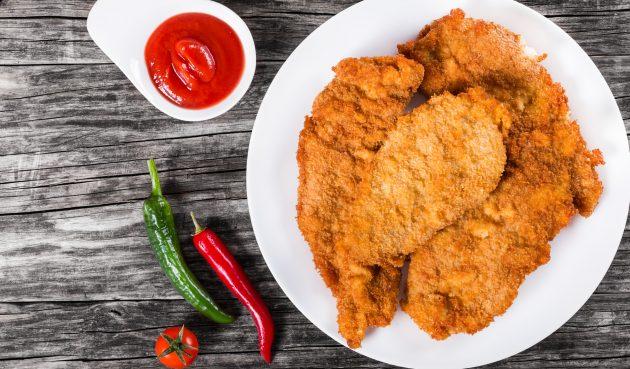 Полчаса — и готово: сочные куриные отбивные в панировке