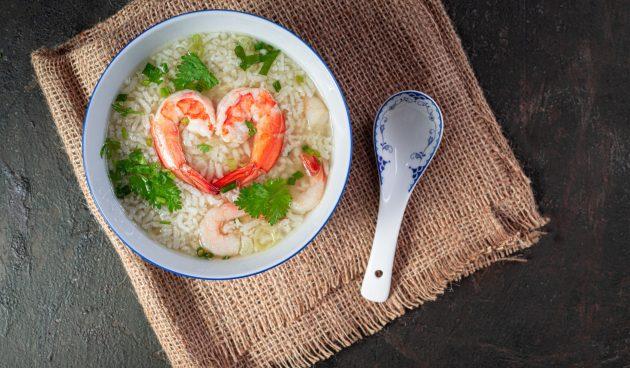 Тайский рисовый суп с креветками