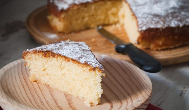 Простой ванильный пирог на кефире