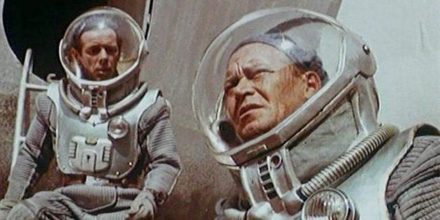 Кадр из советского фантастического фильма «Планета бурь»