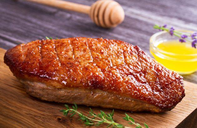 Утиные грудки, запечённые в духовке с медовым соусом