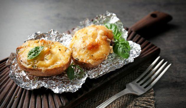 Картошка, запечённая в духовке с творогом и сыром