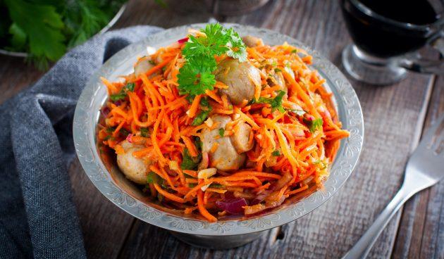 Салат с маринованными шампиньонами и корейской морковью