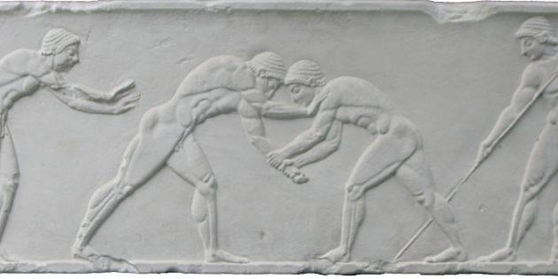 Древняя Греция: барельеф с изображением борцов