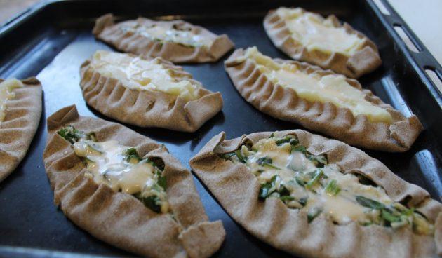 Сформируйте калитки с сыром