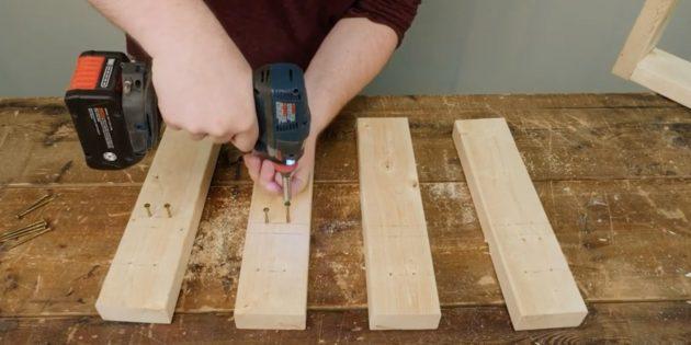 Как сделать подставку для ёлки своими руками: сделайте отверстия