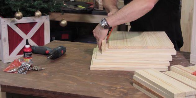 Как украсить подставку для ёлки: сделайте наметки