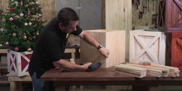 Как украсить подставку для ёлки: соберите основание ящика