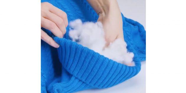 Как сделать лежанку для собаки своими руками: набейте рукава и плечи