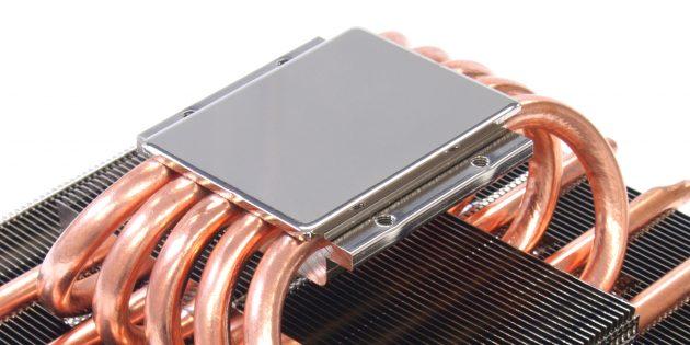 Компьютер включается и сразу выключается: с теплоотводящей поверхности радиатора необходимо снять плёнку