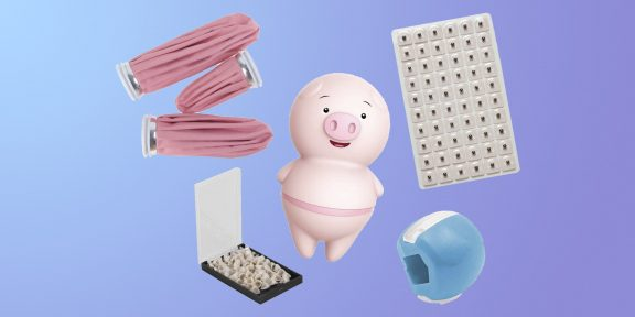 Зубы врагов, кукольный пластырь и дождевик-презерватив: 10 загадочных товаров с AliExpress