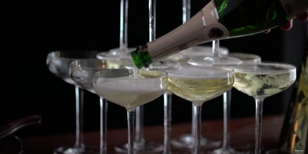 пирамида из шампанского: подготовьте бокалы