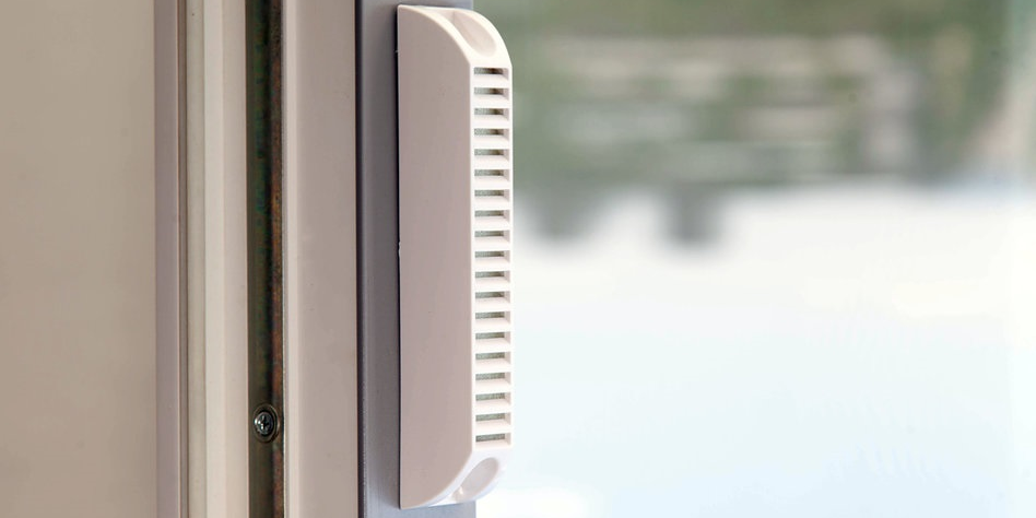 На окна можно установить клапаны для постоянного поступления свежего воздуха
