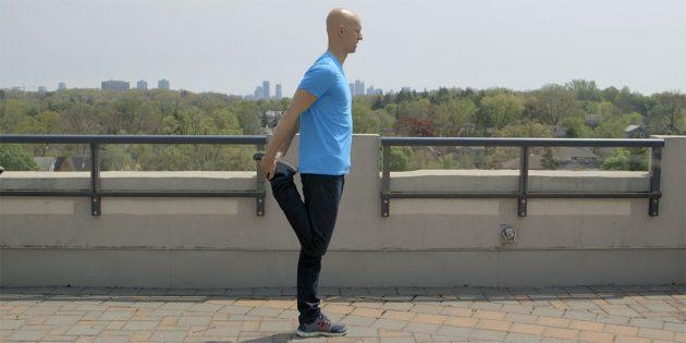 Упражнение для растяжки четырёхглавой мышцы бедра для поддержки осанки