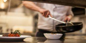 Повара раскрыли 10 распространённых ошибок, которые любители допускают на кухне