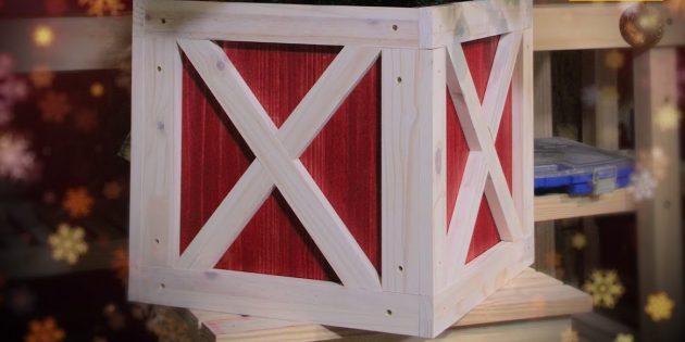 Как украсить подставку для ёлки: в виде деревянного ящика