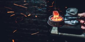 В России вступает в силу запрет на курение кальянов и вейпов в кафе и ресторанах
