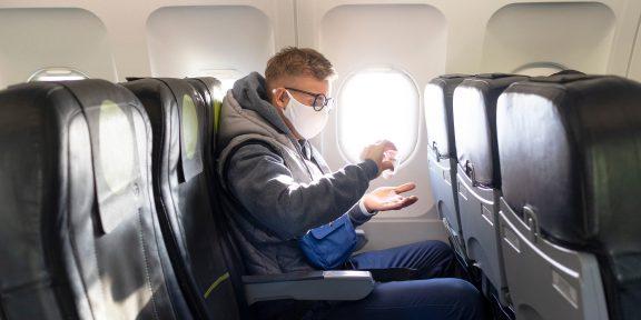 Исследователи рассказали, высок ли риск заразиться COVID-19 в самолёте