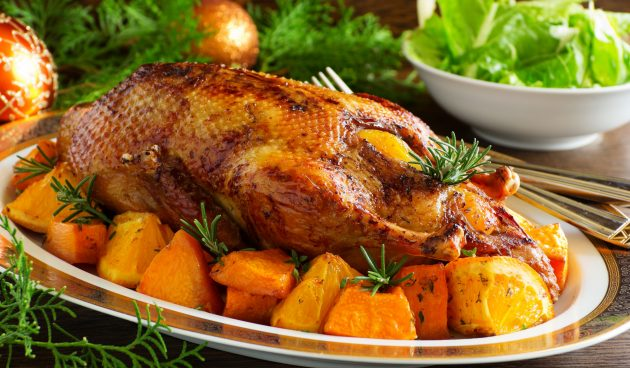 Утка, запечённая в духовке с апельсинами