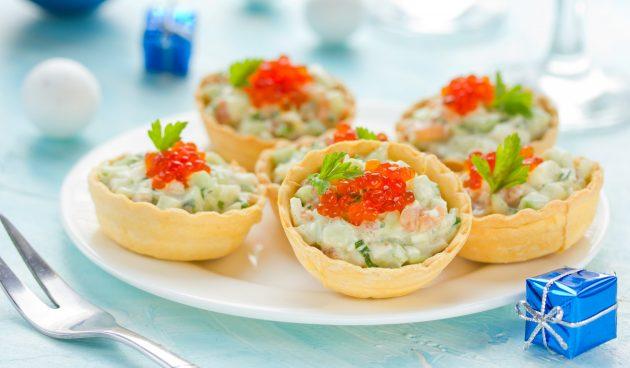Тарталетки с авокадо, творожным сыром и крабовыми палочками