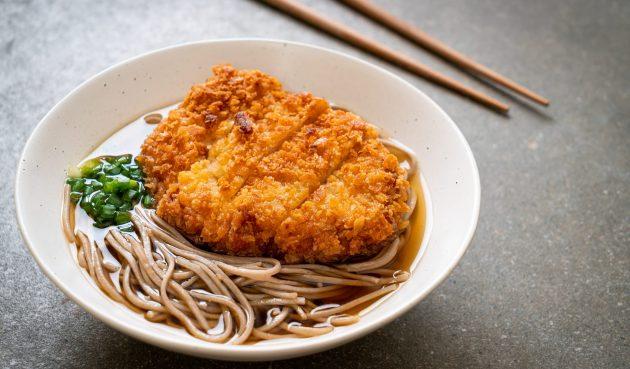 Тонкацу — японские отбивные с хрустящей корочкой