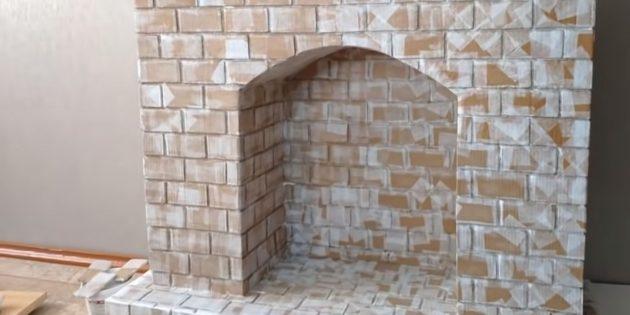 Декоративный камин своими руками: оклейте таким образом всю поверхность камина, чтобы сделать её рельефной