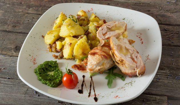 Жареные куриные рулетики с сыром и яблоками