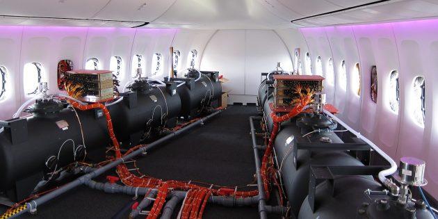 Химтрейлы: балластные цистерны в прототипе самолёта Boeing 747-8I