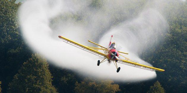 Химтрейлы: сельскохозяйственный самолёт PZL-106Kruk за работой