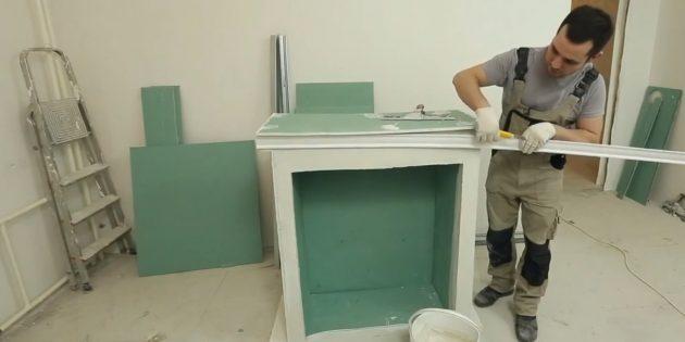Декоративный камин своими руками: обрамите каминную полку потолочным плинтусом