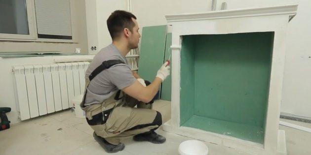 Окрасьте камин белой водоэмульсионной краской