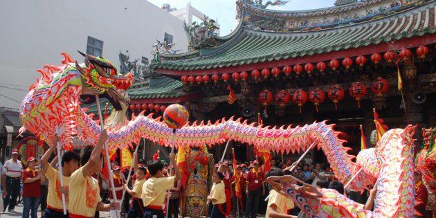 Новогодние традиции: танцующие с драконом в Тайване